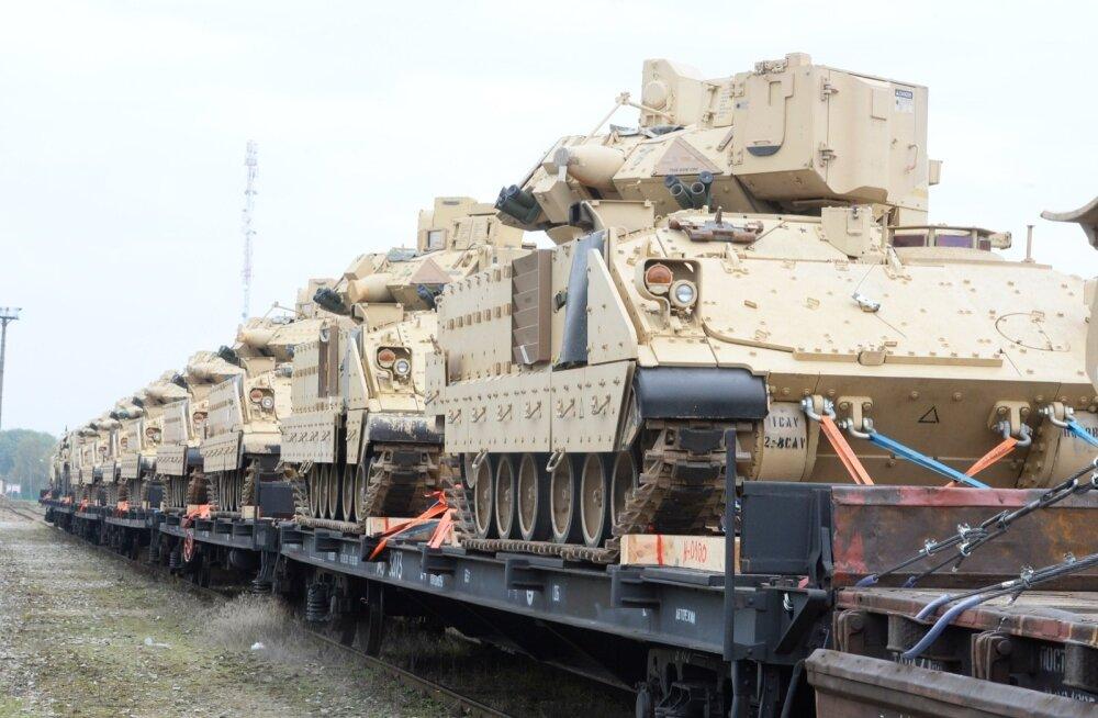 USA sõjamasinad saabusid rongiga Tapale 2014. aastal. EL ja NATO püüavad nüüd riikide vahel sõjatehnika liigutamiset märksa lihtsamaks teha.