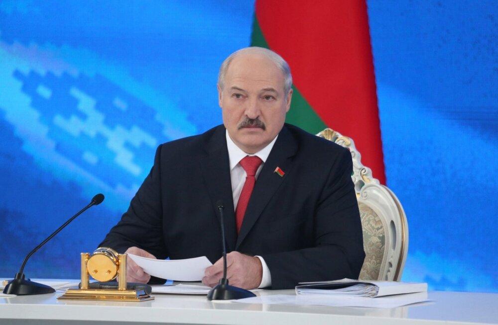 Lukašenka nõudis, et Vene-Valgevene ühisõppusi Zapad-2017 kutsutaks vaatlema ka NATO esindajad