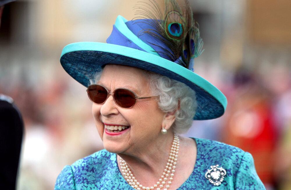FOTOD: Kas pisikeste klaasidega päikeseprillide trend on nakatanud ka kuninganna Elizabeth II?