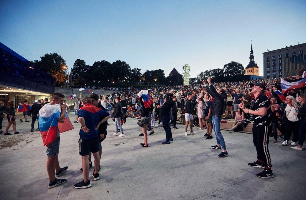 Venemaa jalgpallikoondise mängu Horvaatiaga kanti otse üle Tallinnas Vabaduse väljakul, kus Vene koondisele elas kaasa rohkearvuline publik Venemaa lippude lehvides.