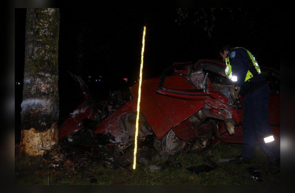 8c8ce196c75 W3 uudised - FOTOD: Tartus Ringtee tänaval põrutas auto vastu puud ...
