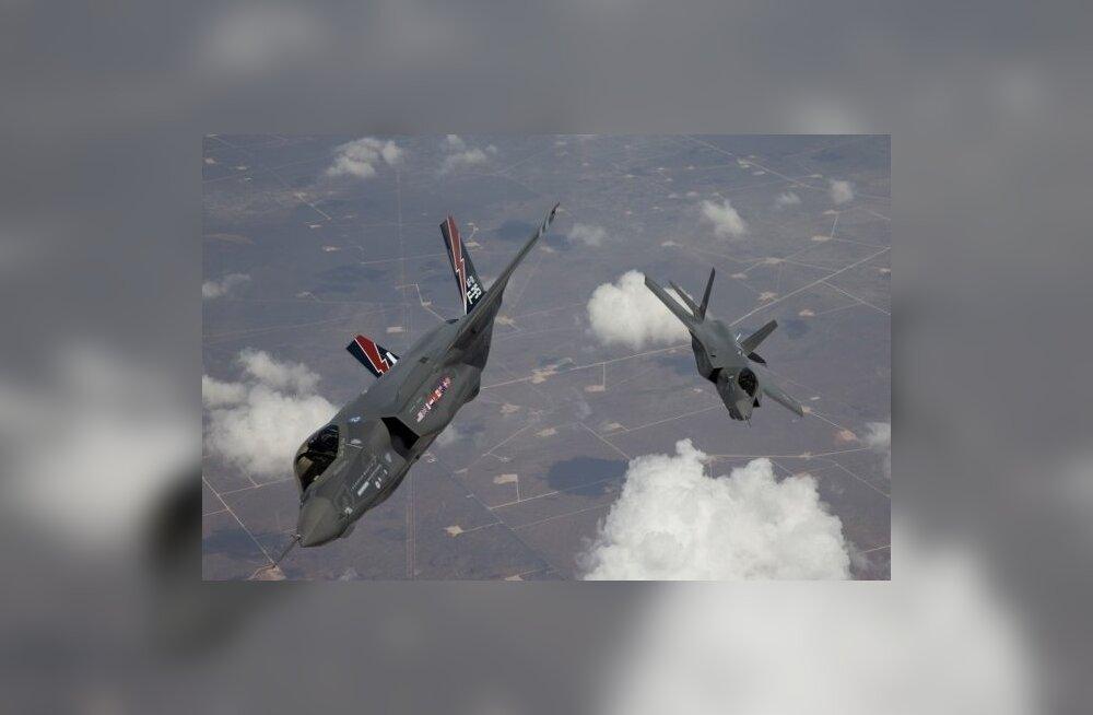 Kaks Lockheed Martini toodetud hävitajat F-35 Lightning II. Foto: Reuters