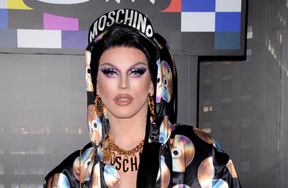 Eesti esimene suur <em>drag show</em> vahetas rahva meeletu huvi tõttu asukohta