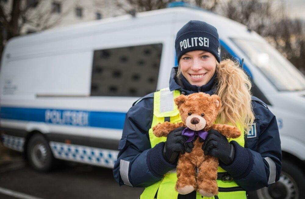 """Põhja prefektuuri avariipolitseinik Kelly Nevolihhin on oma vahetuste jooksul jaganud karusid neljale lapsele. """"Pean Kallikaru projekti väga oluliseks."""""""