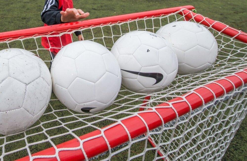 Tõrva linn toetab jalgpallureid 4500 euroga