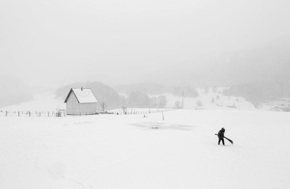 Lumised maastikud: maailma suurimal fotokonkursil tunnistati parimaks piltnikuks talve tulekut jäädvustanud belglane