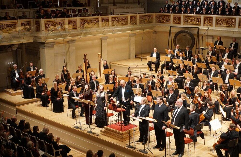 Õhtune kontsert Berliini kontserdimaja laval oli võimas. Publik tõusti püsti ja aplaus kestis kaua.
