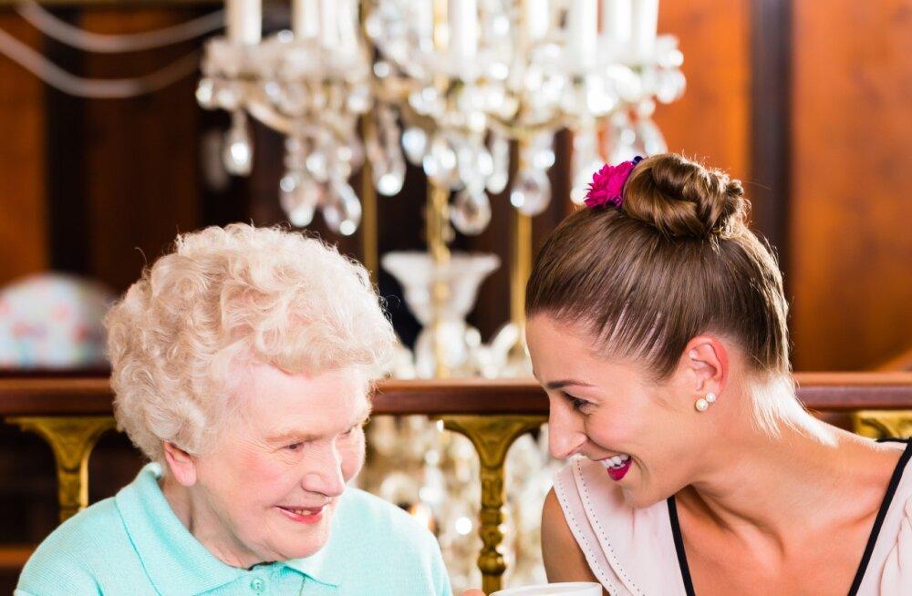 10 küsimust, mida peaksid küsima oma vanaemalt just nüüd, kui see veel võimalik on.