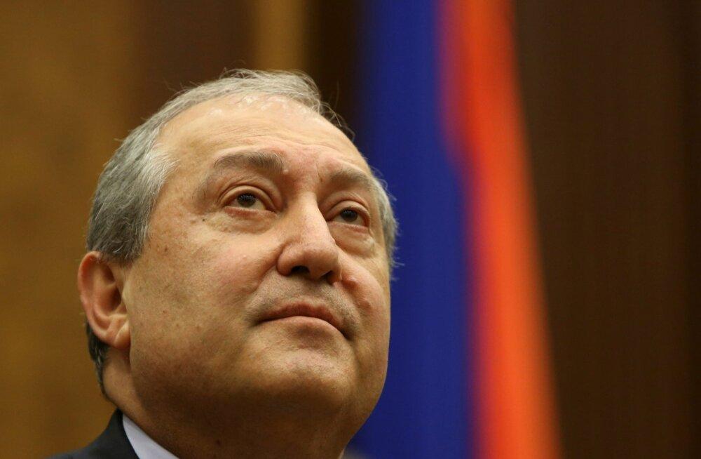 Armeenia uueks, kuid kärbitud volitustega presidendiks valiti Armen Sarkisjan