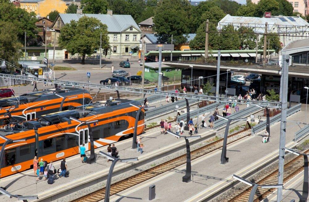 Rongiliikluse prioriteet on kiireneda, mitte täita Tallinna-Tartu suunal rööpaid uute rongidega, et reisijad sõidu ajal püsti ei peaks seisma.