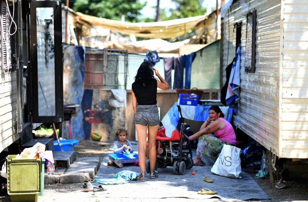 Vähem kui pooltel Itaalia ametlike mustlaslaagrite asukail on Itaalia kodakondsus. Pildil laager pealinna Rooma lähistel.