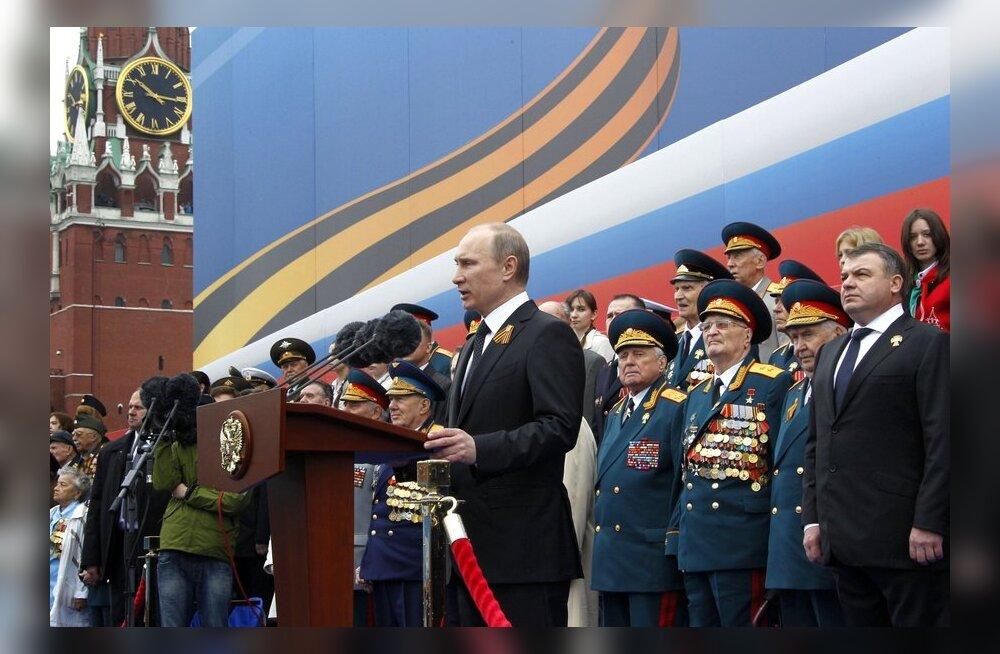 VIDEO: Putin lubas kõnes pealetungiväele triljonite eest relvi