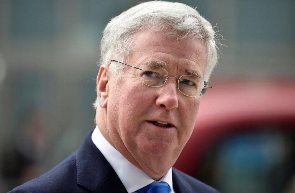 Suurbritannia kaitseminister Fallon astus naisajakirjaniku põlve puudutamise pärast tagasi