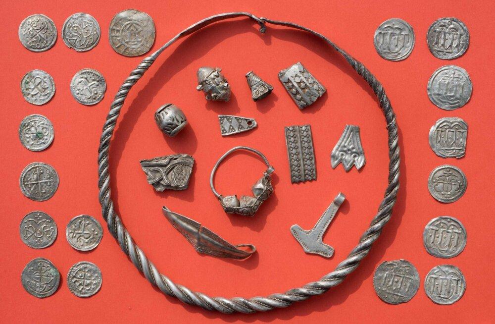 13-aastane poiss leidis Läänemere saarelt viikingiajast pärit suure hõbeaarde
