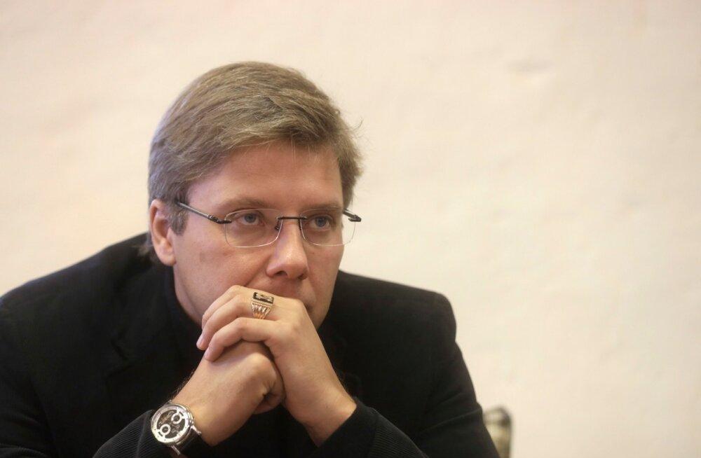 Nils Ušakovsi uus retoorika toob talle Kremli-meelses meedias kriitikat, ent toetus Läti venelaste seas pole vähenenud.