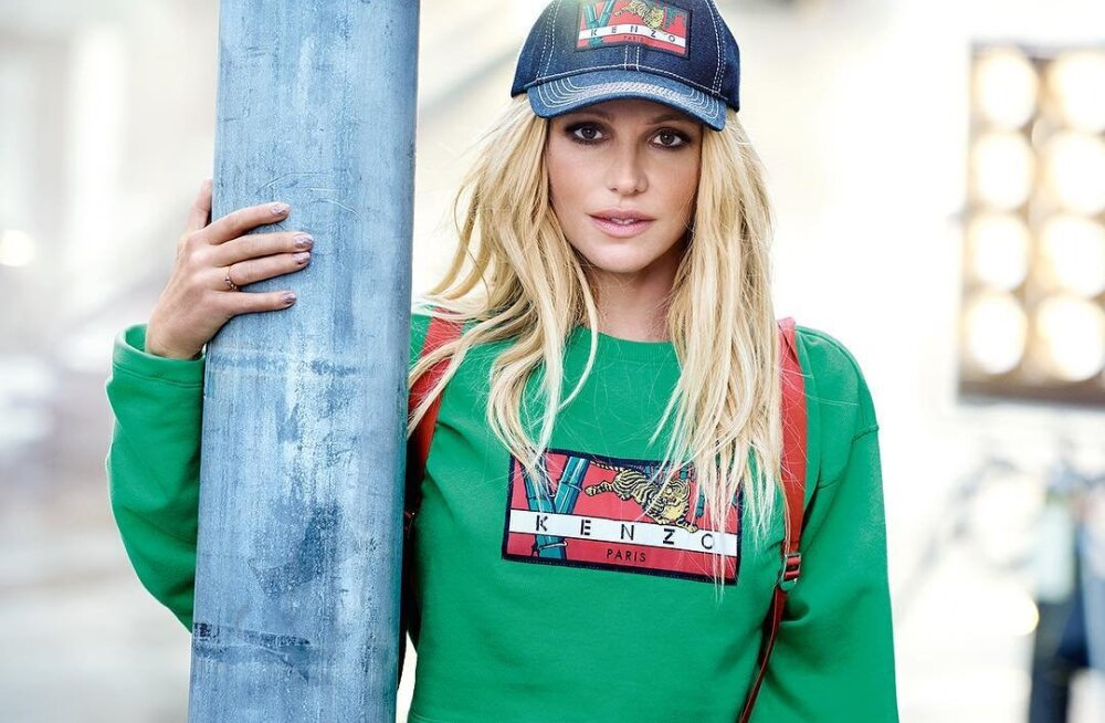 """Да это не она"": Рекламу с Бритни Спирс раскритиковали из-за чрезмерного фотошопа"