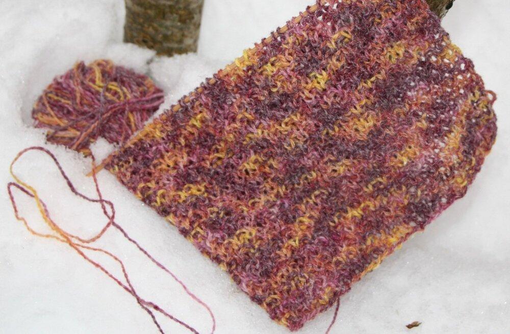 Lumega värvitud lõng, millest võib kududa sooje kindaid või kasutada hoopiski tikkimiseks.