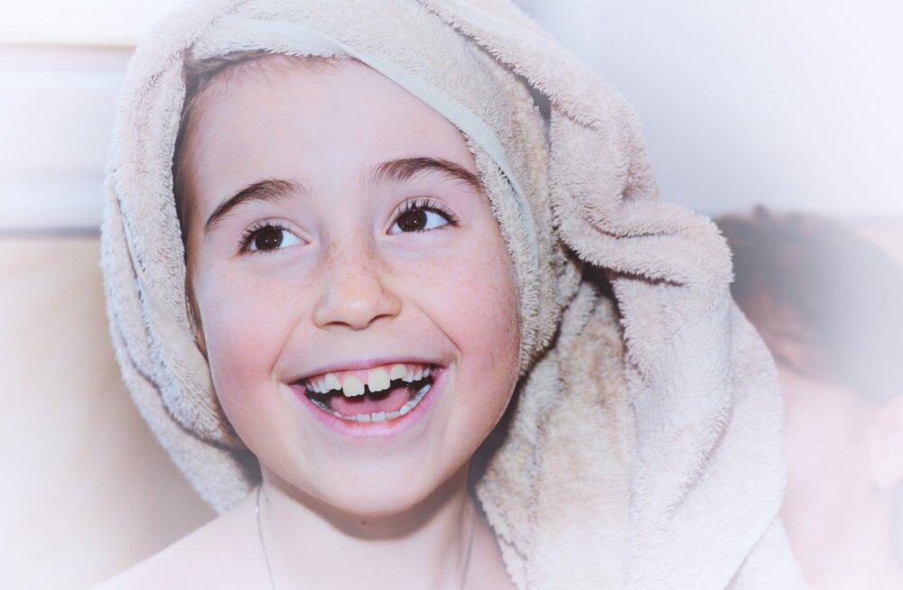 Специалист об уходе за зубами: прививать привычку чистить зубы нужно с детства