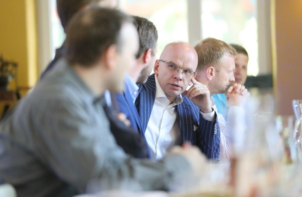 Allar Jõks kohtus eile IRL-i esindajatega. Kohtumine oli edukas, sest IRL-i eestseisus ja fraktsioon otsustasid esitada Jõksi kandidatuuri 5. juunil erakonna volikogule arutada ja otsustada.