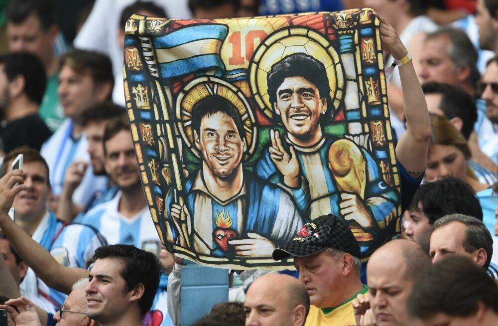 Kodumaal ei ole Lionel Messi veel Diego Maradona varjust välja pääsenud.