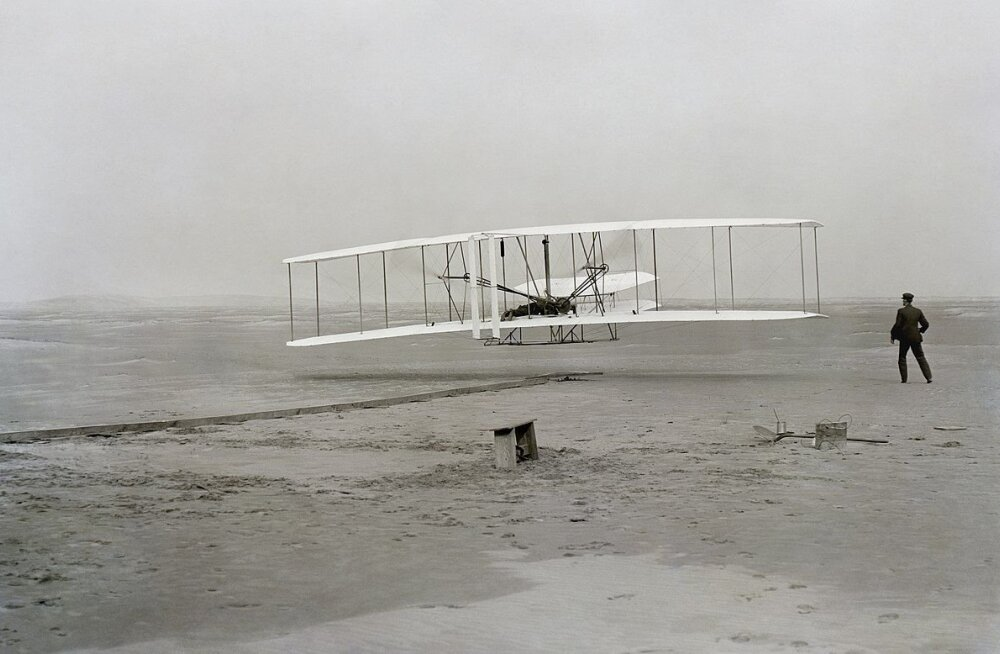 Esimene sõit kestis 12 sekundit: kuidas vennad Wrightid lennundusele aluse panid