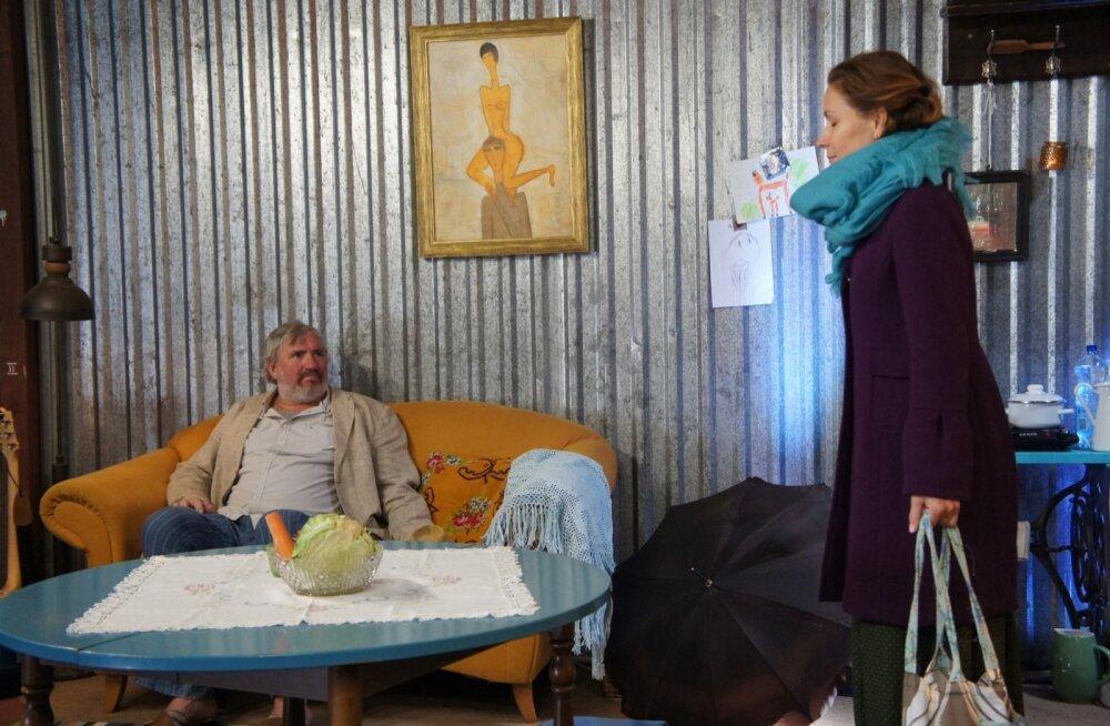 Sepo Seemani ja Piret Laurimaa üksteisest hoolimine paistab teatrisaalis kaugele.