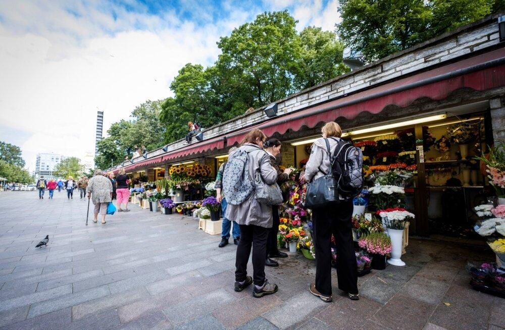 Siiani on kauplemine magusal kohal vanalinnas 24 tundi ja seitse päeva nädalas lahti oleval lilleturul käinud müügipileti alusel, linn tahab korda muuta.