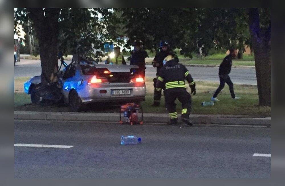 ВИДЕО: В Таллинне на Академиа теэ произошла серьезная авария