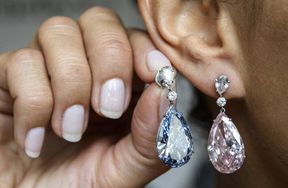 Бриллиантовые серьги проданы на аукционе за рекордные 57 млн долларов