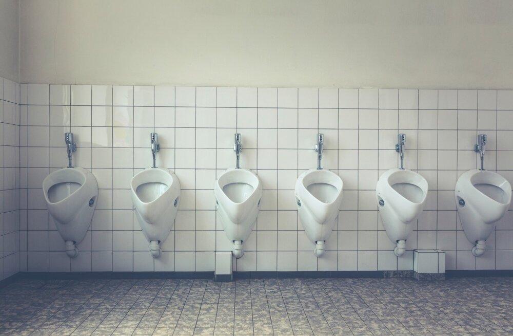 """Туалетный вопрос. Унижение женщин """"по-маленькому"""""""