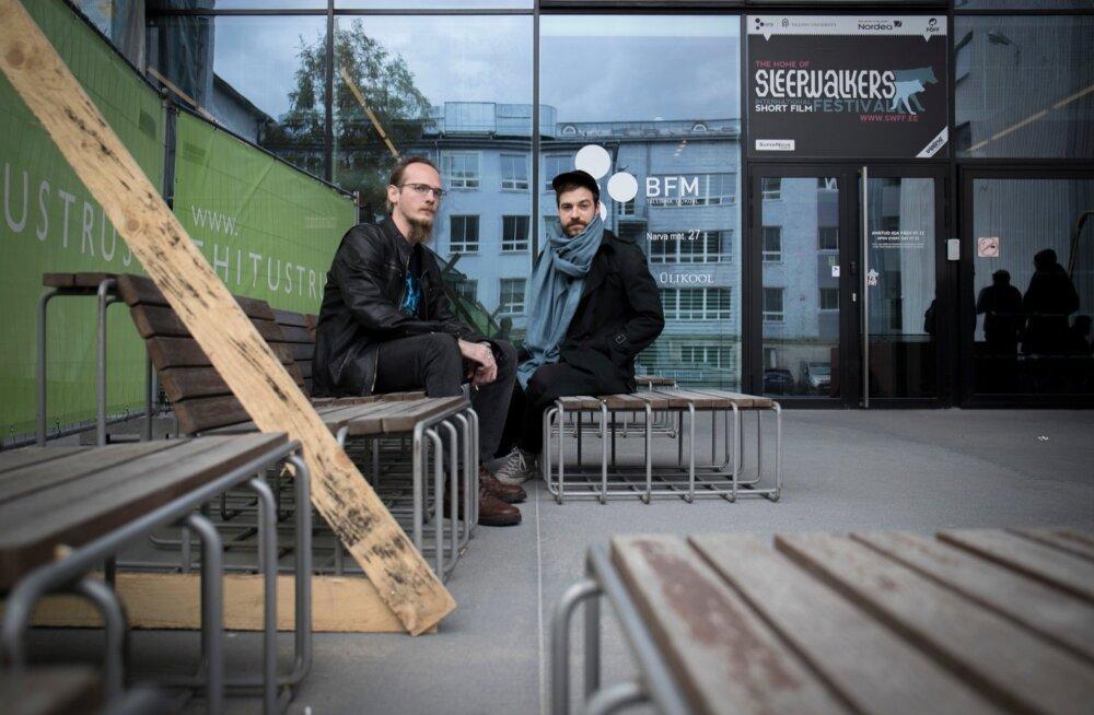 Tallinna ülikoolis filmikunsti erialal õppivad Jalmar ja Joonatan pidasid enda erialal 1400-eurose kuupalga teenimist ebareaalseks. Küll aga leiavad nad, et sellise sissetulekuga elaks kenasti ära.