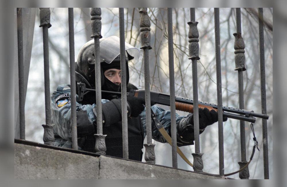 Berkuti snaiper sihib meeleavaldajaid.