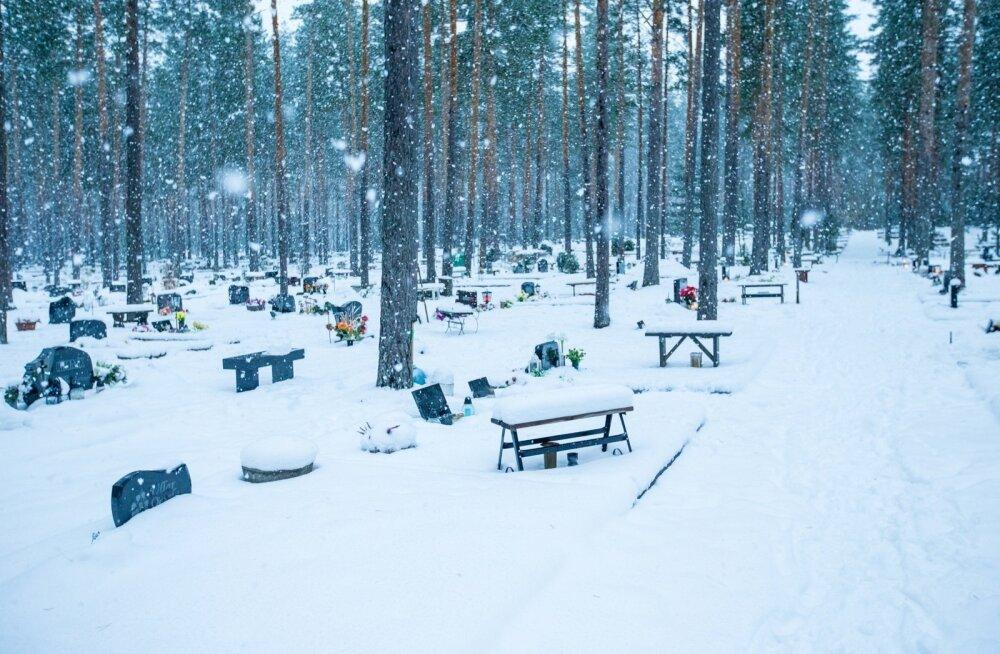 Пособие на погребение в Нарве, вероятно, вырастет со 100 до 300 евро