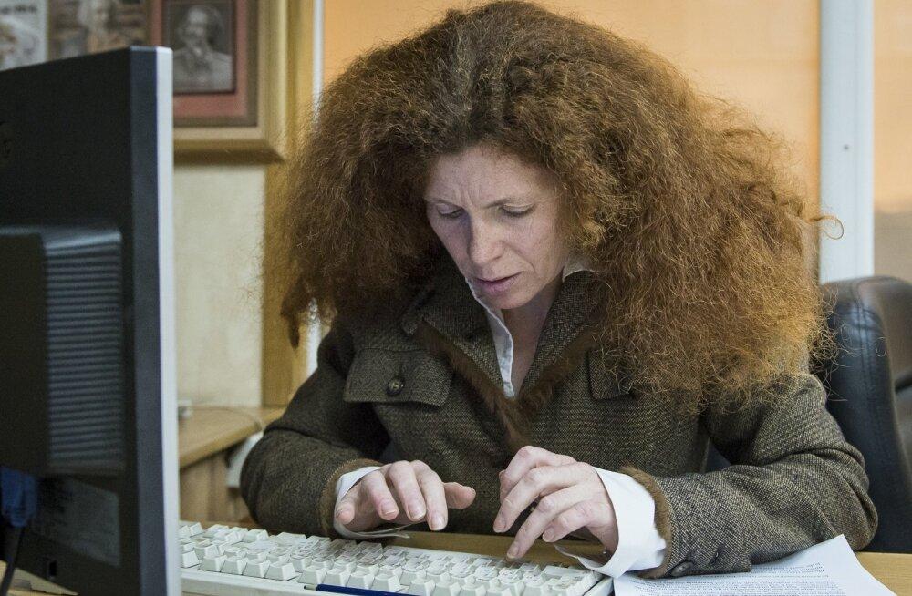 Vene opositsioonilise ajakirjaniku Latõnina kodu rünnati tundmatu ainega