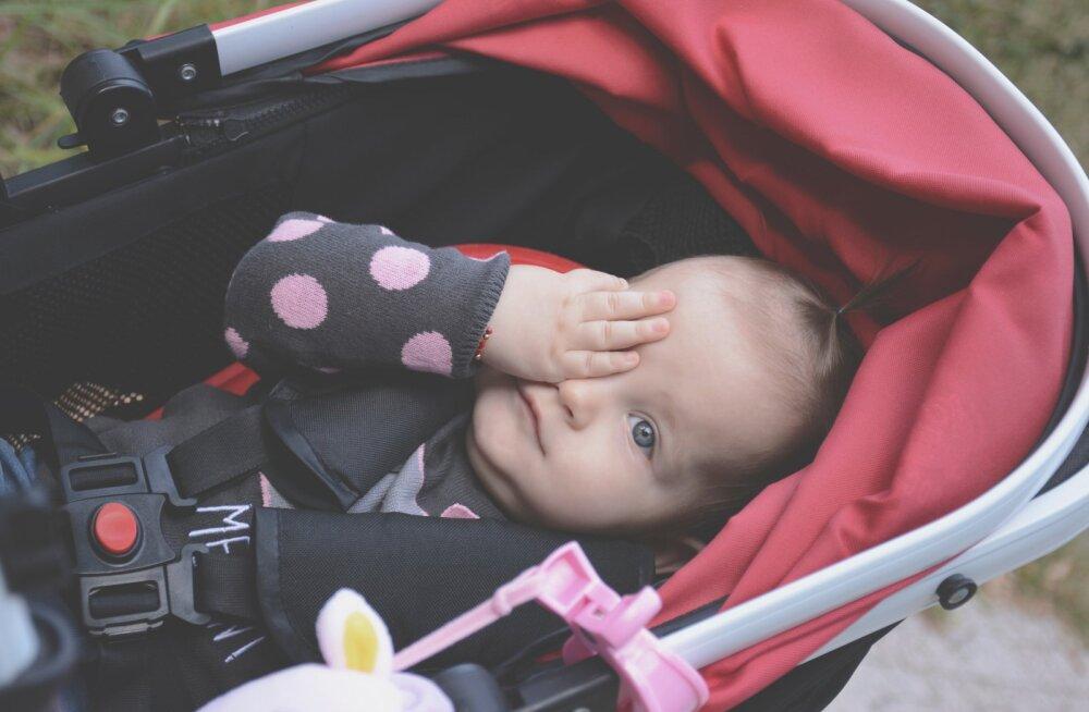 Noor ema hurjutab targutajaid: armastus lapse vastu ei saa võrduda turvavarustuse tasemega või ergonoomilise kandekotiga. See pole see, mis loeb!