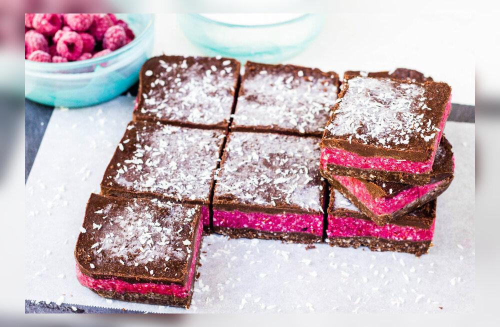 SÕBRAPÄEVA RETSEPT tervisefännidest maiasmokkadele: peaaegu kõigevaba hõrk šokolaadi-vaarika toorkook