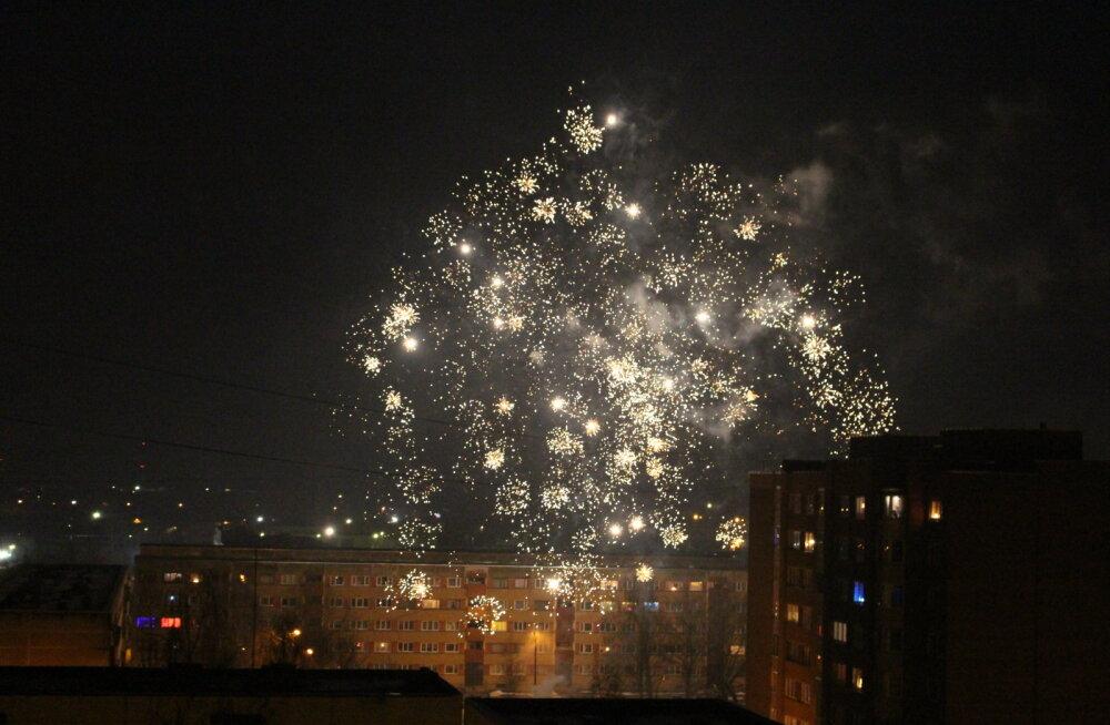 ВИДЕО: Нарвские частные фейерверки по случаю российского Нового года были интенсивнее, чем по случаю эстонского, но…
