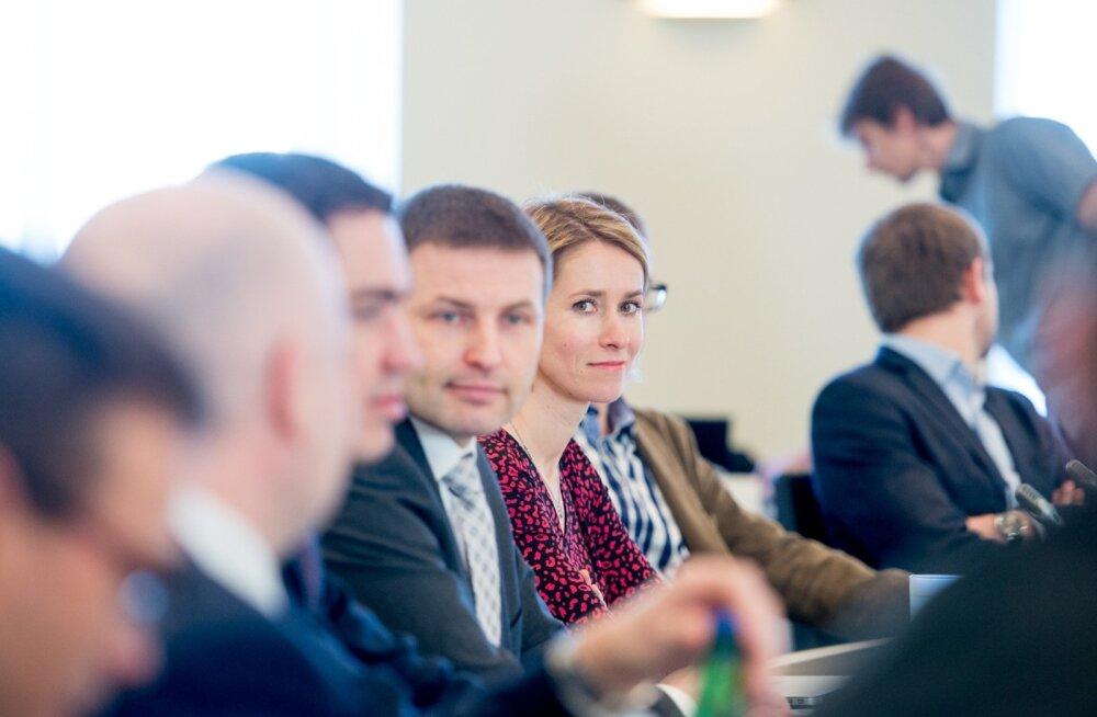 Kui enamik ootas, et käesurumine kestab edasi, siis eile tõusis Hanno Pevkur lauast püsti ja asus toetama Kaja Kallast partei esimehena.