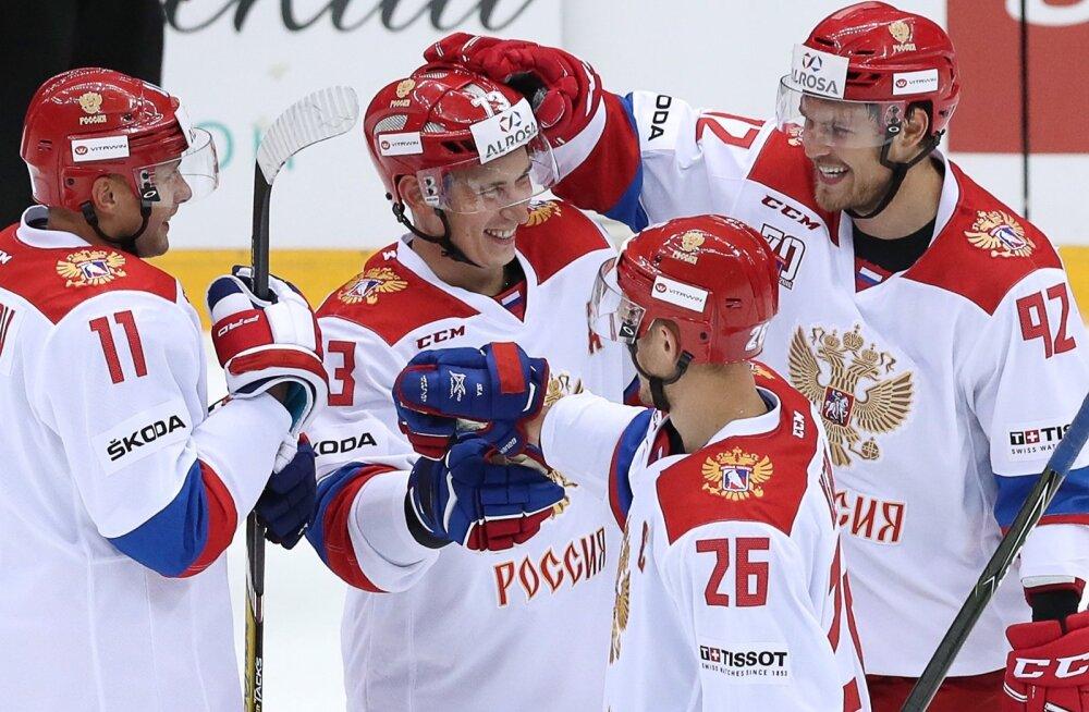 Maxim Chudinov (keskel)