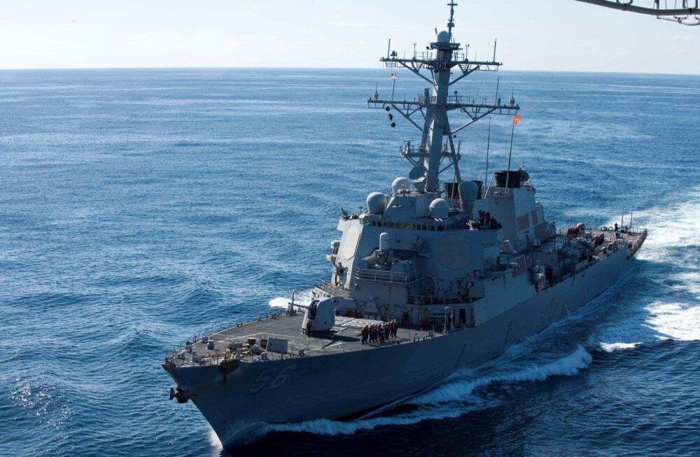 Hiina hoiatas Lõuna-Hiina merel USA sõjalaeva