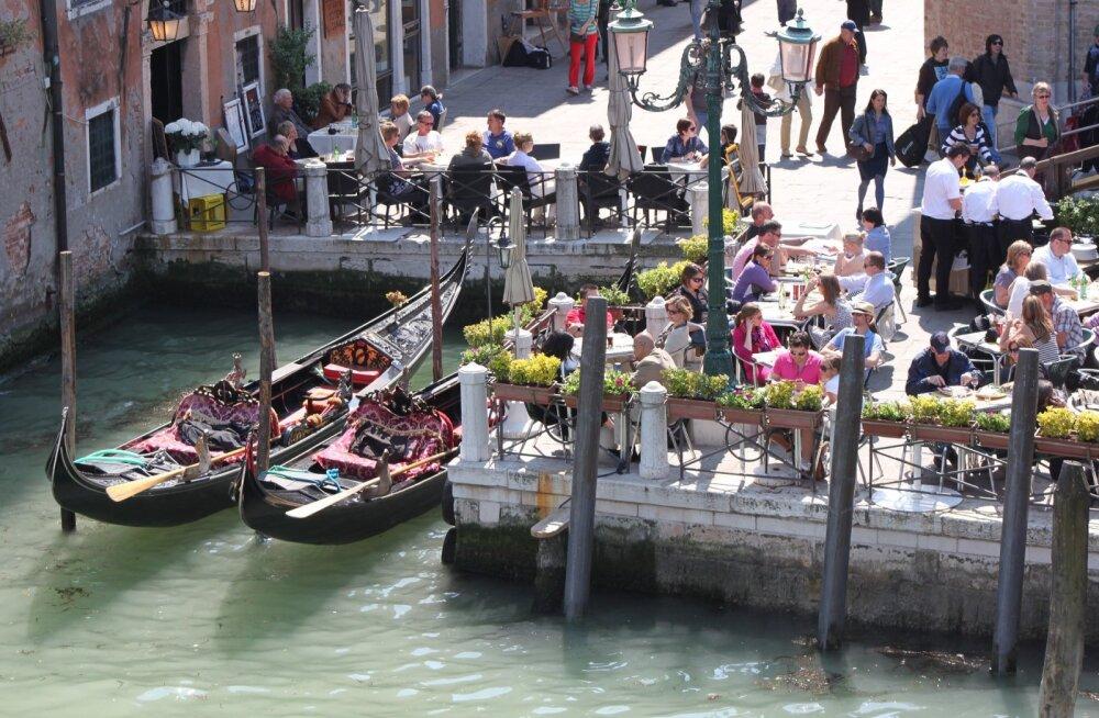 JAHMATAV REISILUGU   Vanatüdrukuks põlatud naise suur armumine Veneetsias ja sellele järgnenud šokk