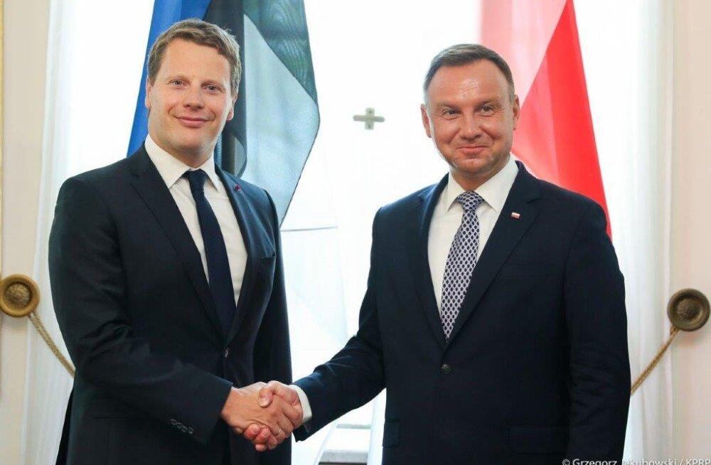 Eesti suursaadik Poolas Martin Roger andis president Andrzej Dudale üle volikirja