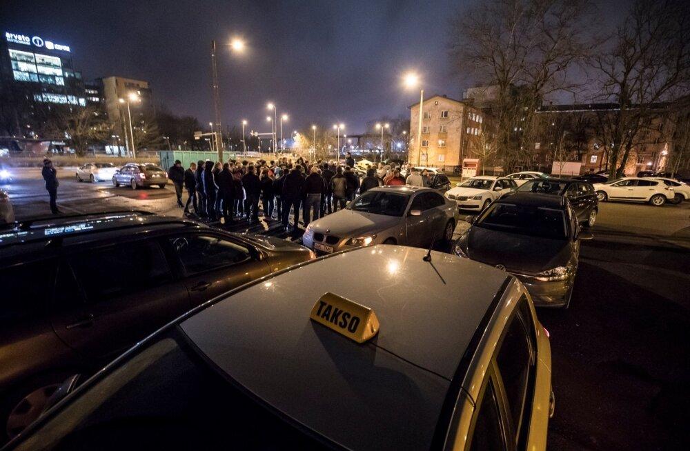 NURINAST SÜNDIS UUS ÄPP: Talvel kogunesid ka Taxifyga rahulolematud juhid omavahel asja arutama.
