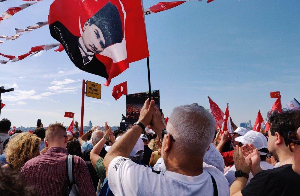 """<span style=""""margin-bottom: 0cm; line-height: 115%"""">Türgi suursaadik: Türgi rahvas on valmis demokraatia nimel surema</span>"""
