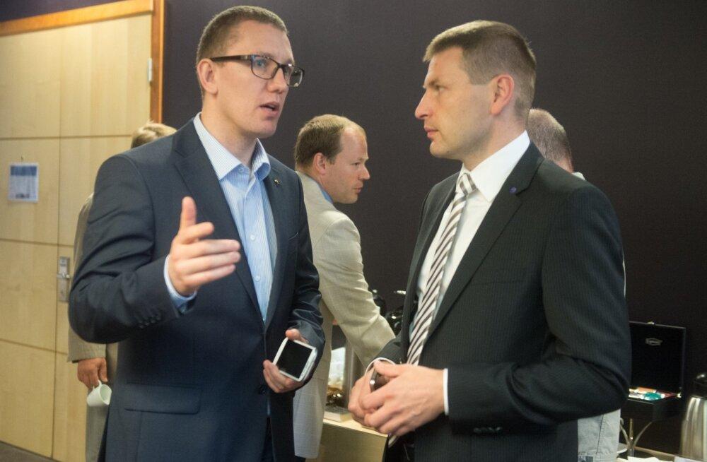 Kes on Reformierakonna uus juht? Mõned päevad enne valimisi on Kristen Michali (vasakul) ja Hanno Pevkuri võidušansid üsna võrdsed.