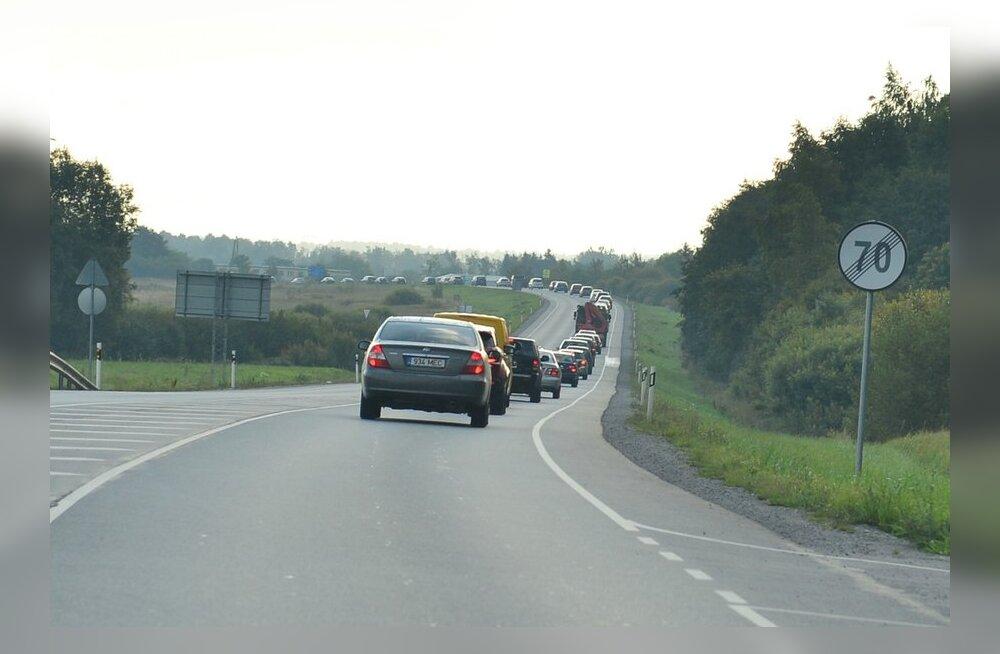 Päev liikluses: kolm õnnetust, neli vigastatut, politsei tabas 10 napsitanud juhti