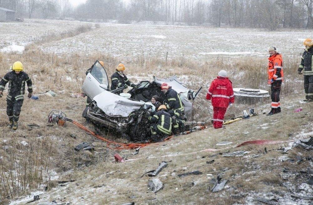 ФОТО: В Литве во время погони полиция открыла огонь по угнанному BMW с эстонскими номерами