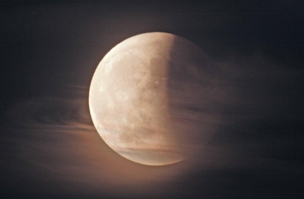 Total lunar eclips