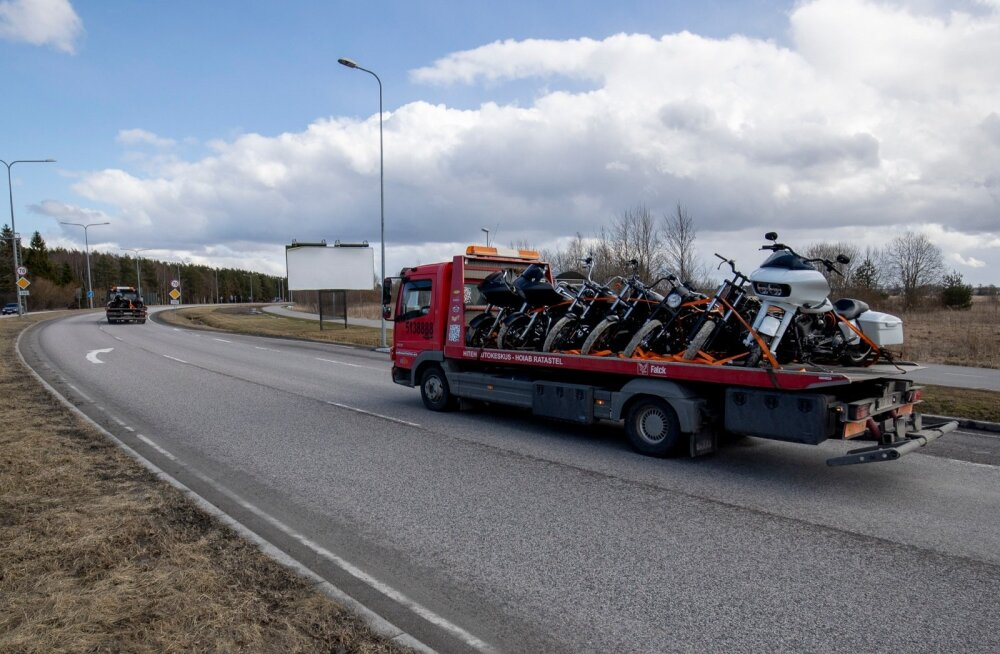 Politsei konfiskeeris Jaanus Vingi elukohast 20 Harley-Davidsoni mootorratast.