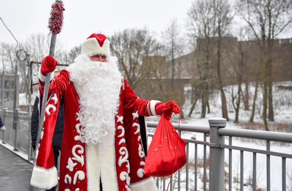 Jõuluva ja Näärivana Narvas